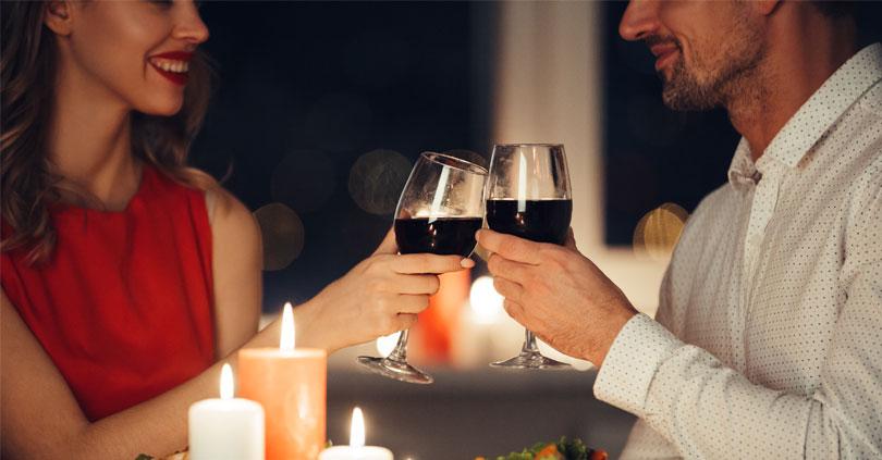 Så här gör du en glamourös middag hemma bara för er två