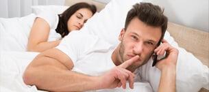 Borde du hålla ditt öppna förhållande hemligt?